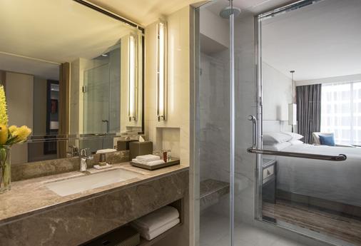 曼谷萬豪馬奎斯女王公園酒店 - 曼谷 - 曼谷 - 浴室