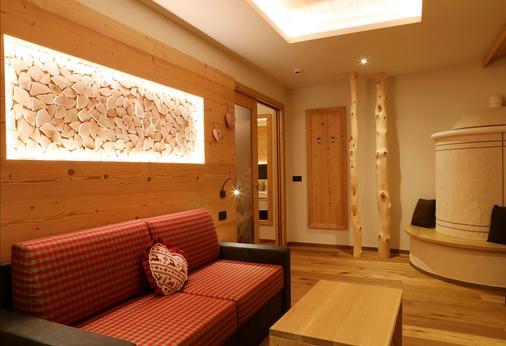 Hotel Belvedere & Paradise Club Center - Fai della paganella - Olohuone