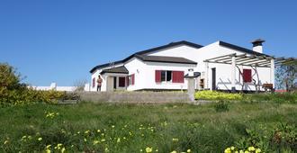 Hostel & Surfcamp 55 - Ericeira - Edificio
