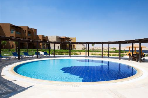 Byoum Lakeside Hotel - 'Izbat an Nāmūs - Pool