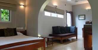 The Sangkum Hotel - Phnom Penh - Bedroom