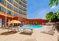 丹佛中央品質酒店 - 丹佛 - 丹佛 - 游泳池