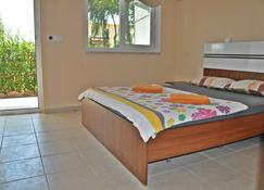 Nostalgia World Pension - Kizilot - Bedroom