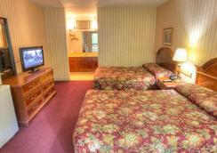 Hofbrau Riverfront Hotel - Helen - Bedroom