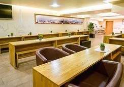 Smart Stay - Hostel Munich City - Munich - Lounge