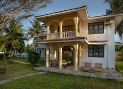 Bahari Dhow Beach Villas - Diani Beach - Gebäude
