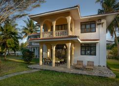 Bahari Dhow Beach Villas - Diani Beach - Gebouw