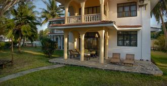 Bahari Dhow Beach Villas - Diani Beach