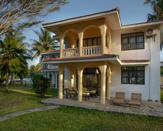 Bahari Dhow Beach Villas - Diani Beach - Building