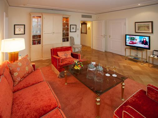 Parkhotel Gütersloh - Gutersloh - Living room