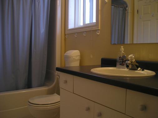 Susan's Villa B&B by Elevate Rooms - Niagara Falls - Bathroom