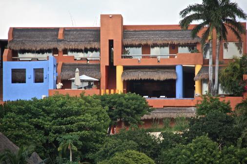 Casa de los Suenos - Isla Mujeres - Building