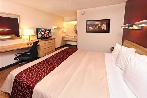 底特律沃倫紅屋頂酒店 - 華倫 - 沃倫 - 臥室