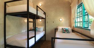 Kosta Hostel Seminyak - Denpasar - Bedroom