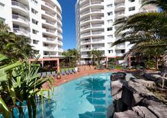 阿爾法尊榮飯店 - 衝浪者天堂 - 游泳池