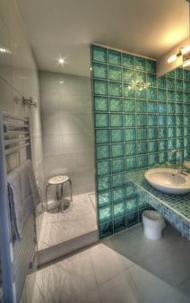Hôtel de Paris - Murol - Bathroom