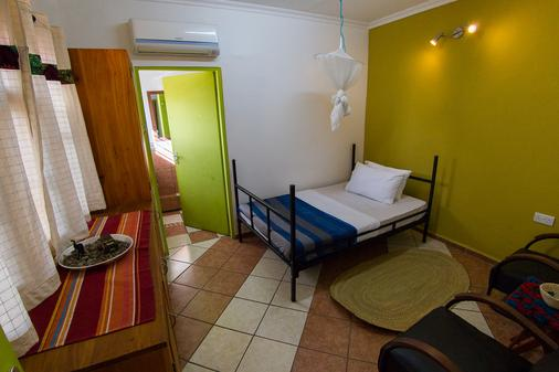 We Travel Hostel - Moshi - Bedroom