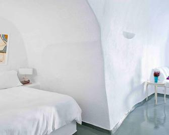 Cliff Side Suites - Thera - Bedroom