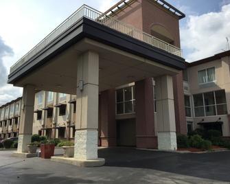 Quality Inn Milwaukee/Brookfield - Brookfield - Rakennus