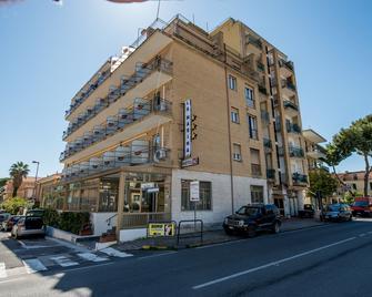 Hotel La Marina - San Bartolomeo al Mare - Building