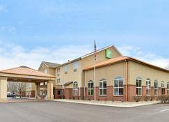Holiday Inn Express & Suites Cincinnati-N/Sharonville - Sharonville - Building
