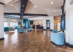 La Quinta Inn & Suites by Wyndham Dallas Grand Prairie South - Grand Prairie - Lobby