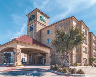 La Quinta Inn & Suites by Wyndham Dallas Grand Prairie South - Grand Prairie - Building