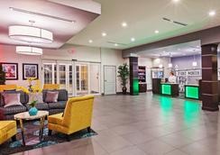 La Quinta Inn & Suites by Wyndham Fort Worth Eastchase - Fort Worth - Lobby
