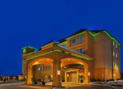 La Quinta Inn & Suites by Wyndham Fort Worth Eastchase - Fort Worth - Building