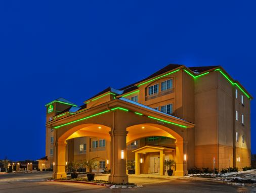 La Quinta Inn & Suites by Wyndham Fort Worth Eastchase - Fort Worth - Toà nhà