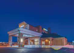 La Quinta Inn & Suites by Wyndham Philadelphia Airport - Essington - Building