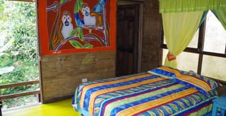 Wood House Hostel - La Fortuna - Bedroom