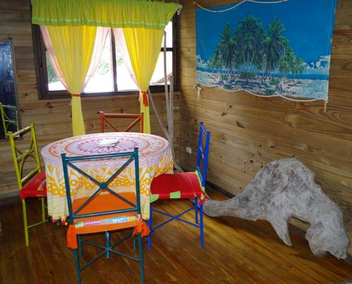 Wood House Hostel - La Fortuna - Dining room