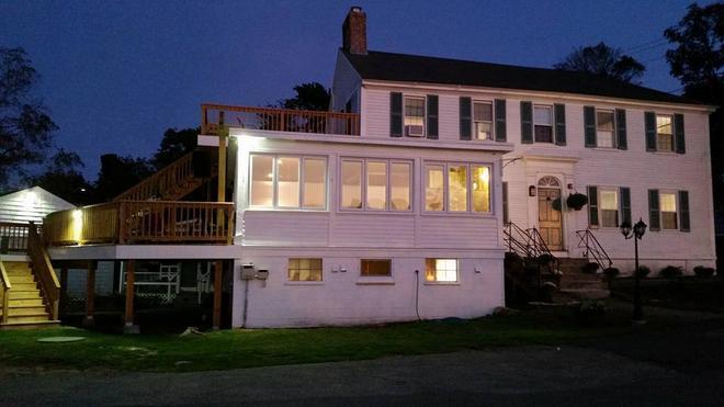 Shea's Riverside Inn & Motel - Essex - Building