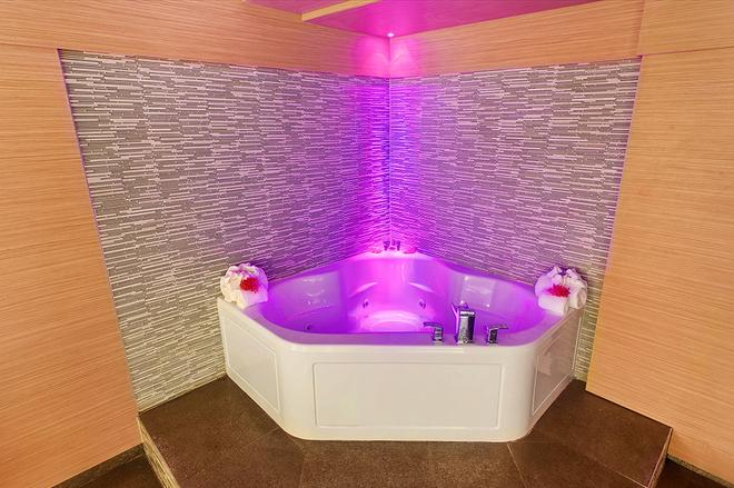 Ocean Beach Palace Hotel and Suites - Fort Lauderdale - Baño