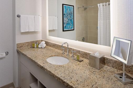 DoubleTree by Hilton Chicago - Magnificent Mile - Chicago - Bathroom