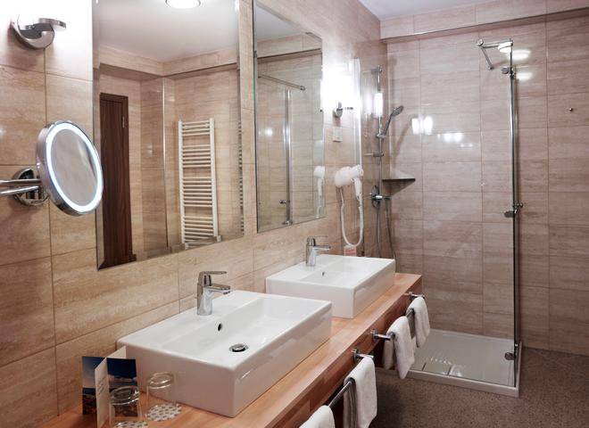 Wellness Hotel Apollo - LifeClass Hotels & Spa - Portorož - Bathroom
