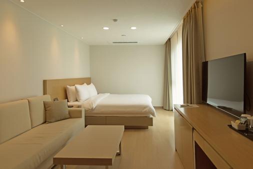 Uni Hotel Jeju - Jeju City - Bedroom