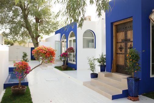 Sokoun A True Emirati House By The Beach - Dubai - Toà nhà