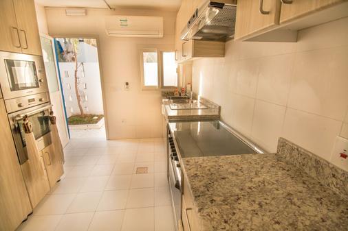 Sokoun A True Emirati House By The Beach - Dubai - Phòng bếp