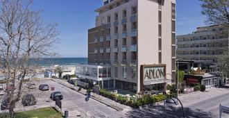 โรงแรมแอดลอน - ริคชิโอเน - อาคาร