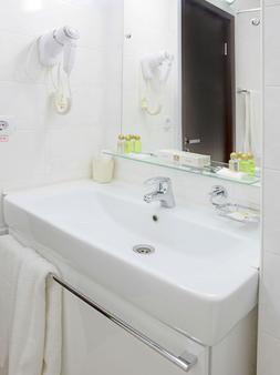 Best Western Kaluga Hotel - Kaluga - Bathroom