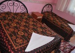 多特梅維斯姆酒店 - 德尼茲利 - 帕莫卡萊 - 臥室