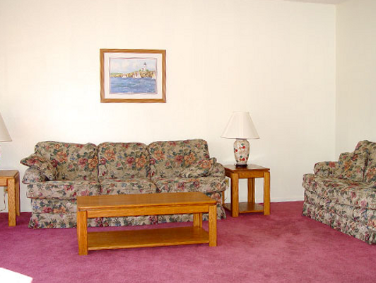 Oyster Bay Inn & Suites - Bremerton - Living room