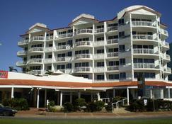 Aquarius Resort - Alexandra Headland - Building