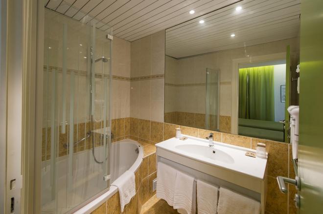 Hôtel La Résidence Lyon - Lyon - Bathroom