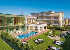 Lifestyle Resort Zum Kurfürsten - Bernkastel-Kues - Building