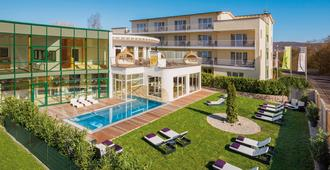 Lifestyle Resort Zum Kurfürsten - Bernkastel-Kues - Rakennus