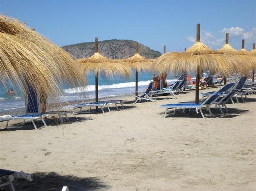 Hotel Villaggio Tabù - Centola - Strand