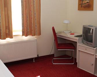 Zum Anker - Інґольштадт - Bedroom